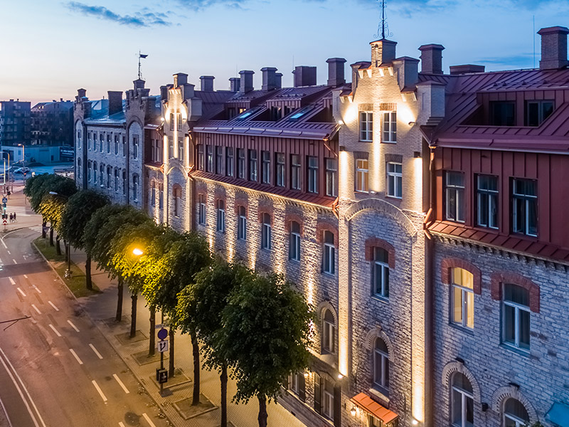 Fassaadi renoveerimine – Tallinn, Mere pst.8 büroo- ja majutushoone rekonstrueerimistööd